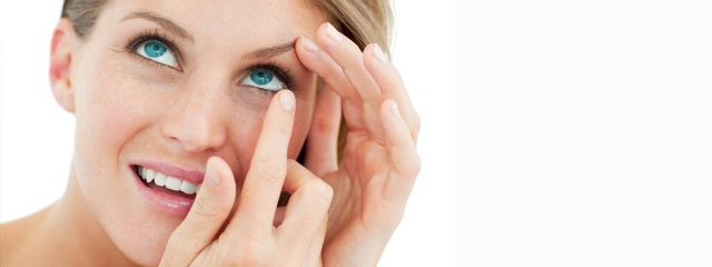 attractive_blond_putting_in_contact_lens1280x480 640x240