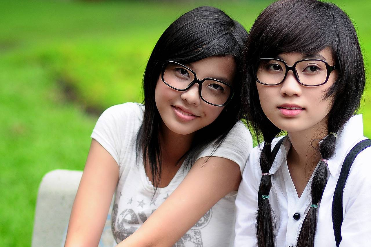 Girls Glasses Bench Outdoors 1280x853