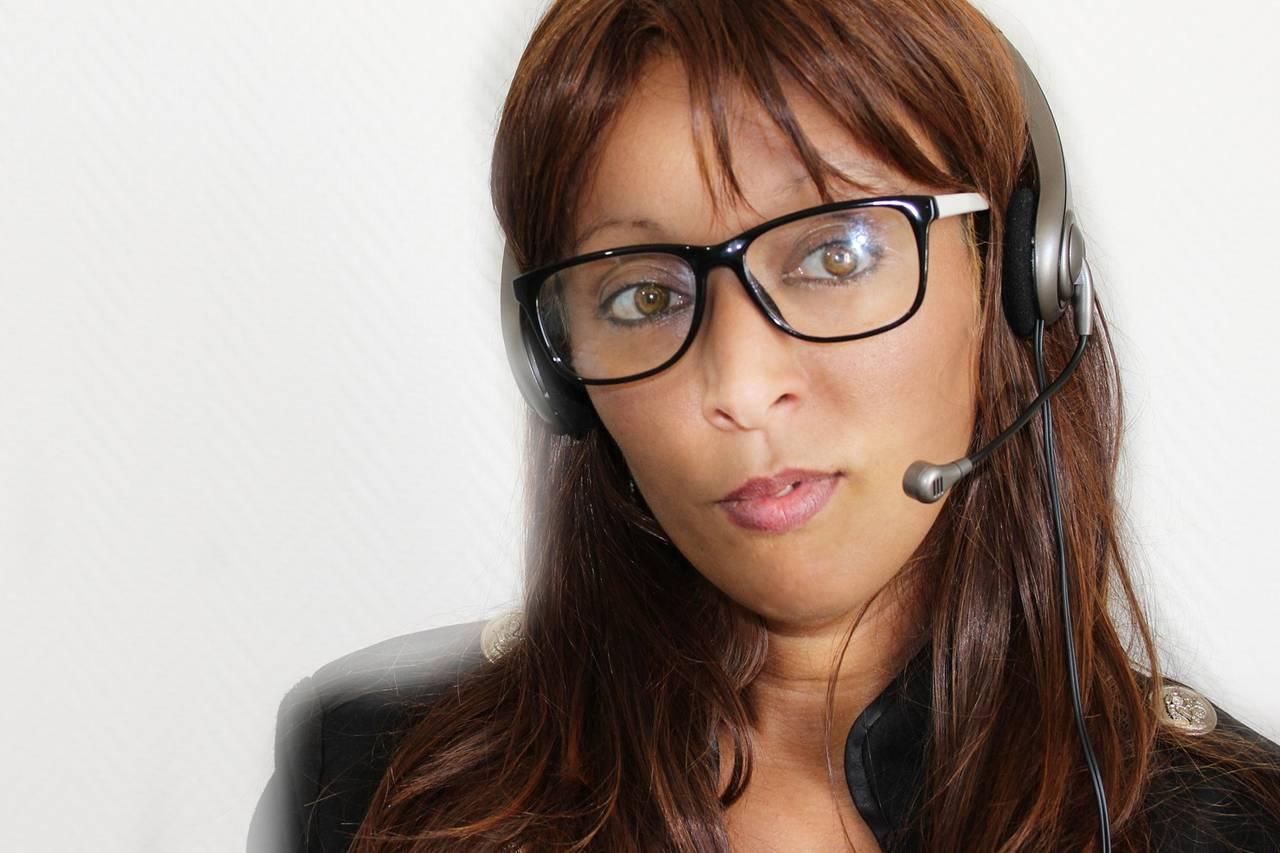 Woman Headset Glasses 1280×853