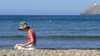 reading-by-the-ocean-1