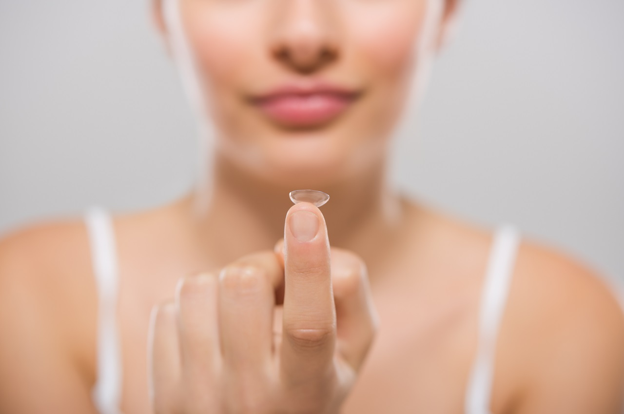 woman contact on finger