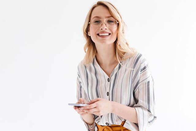 blonde phone studio glasses 1wh woman 1off 427 640x427