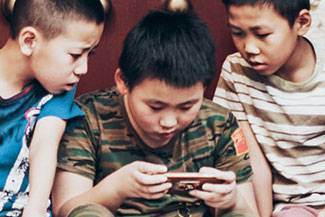 Kids-With-Smartphone_Thumbnail