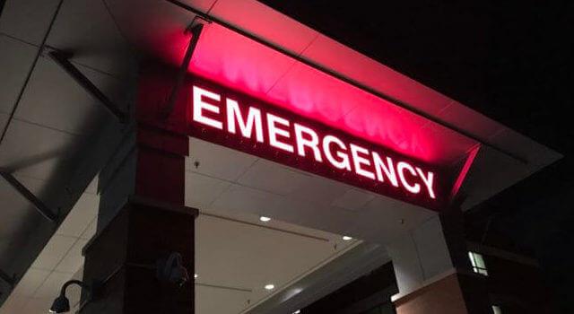 emergency-room-night-emergency-hospital-red-lights-640x350-1.jpeg