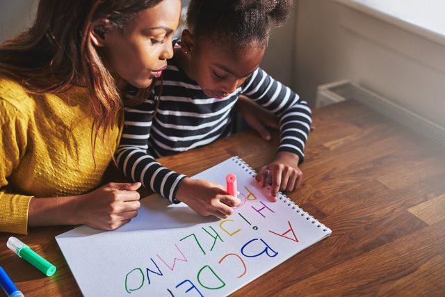 mother daughter homework_1280x853 640x427