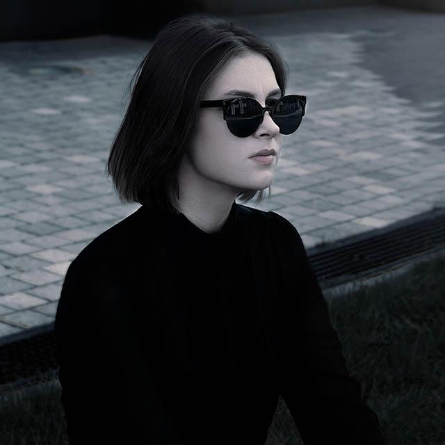 dark beauty sunglasses 640