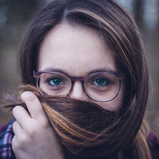 girl-with-glasses-hair-640