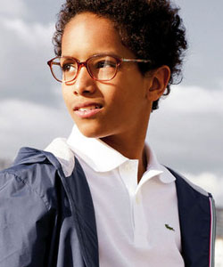Model wearing FLEXON glasses