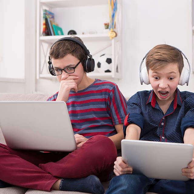 kids on laptops 640.jpg