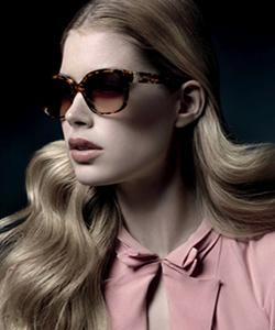 Model wearing Tiffany sunglasses