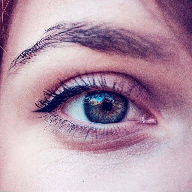 eye close up warm_640