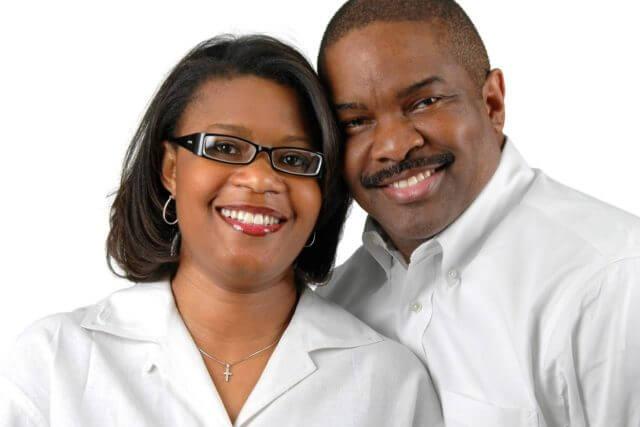 eyewear couple african american 640x427