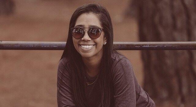 happy woman wearing sunglasses 640