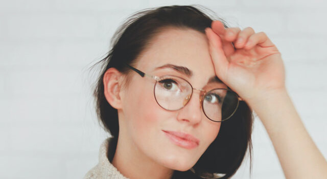 girl wearing round eyeglasses 640