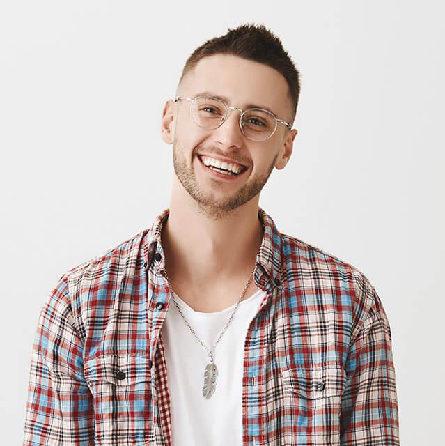 Cute-Ordinary-Guy-Smiling_640