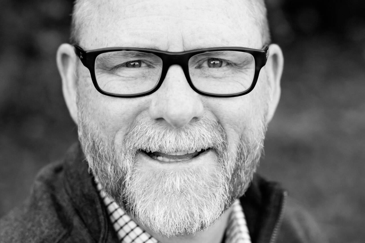 senior man glasses 1280x853