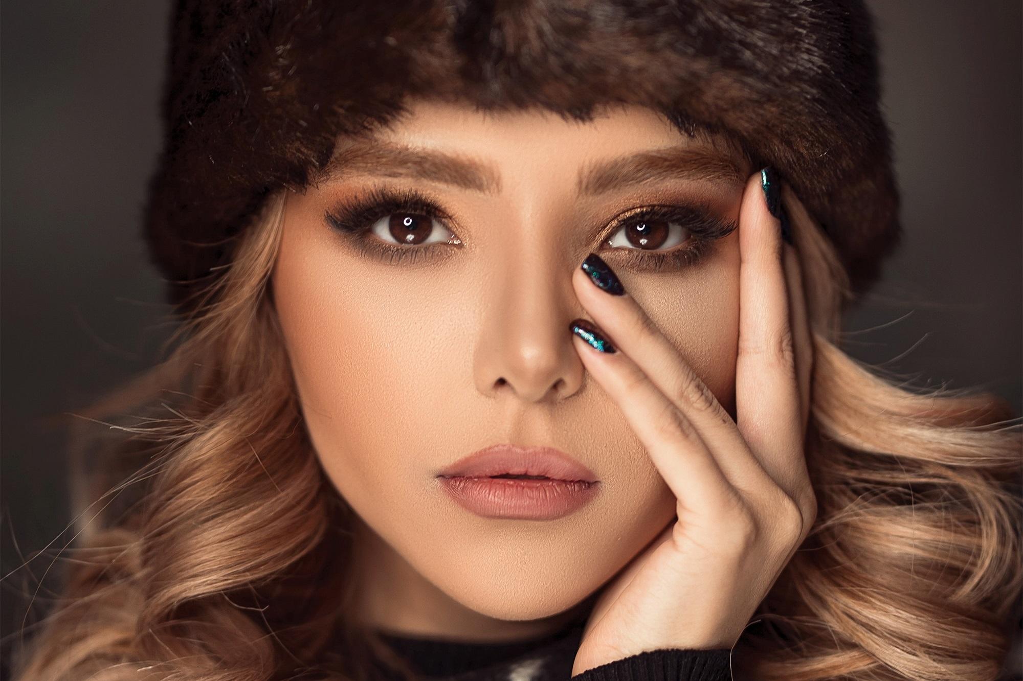 woman-wearing-fur-hat