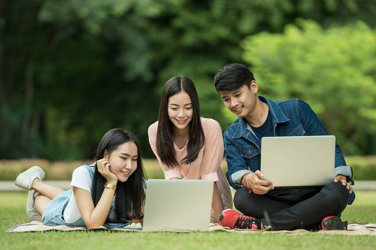 Students-Outdoors-Laptops-1280x853-1