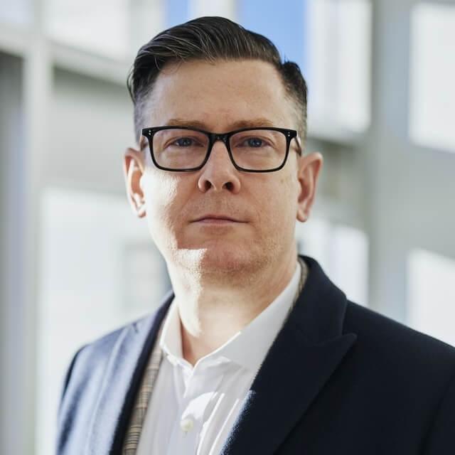 middle-aged-man-wearing-eyeglasses-640