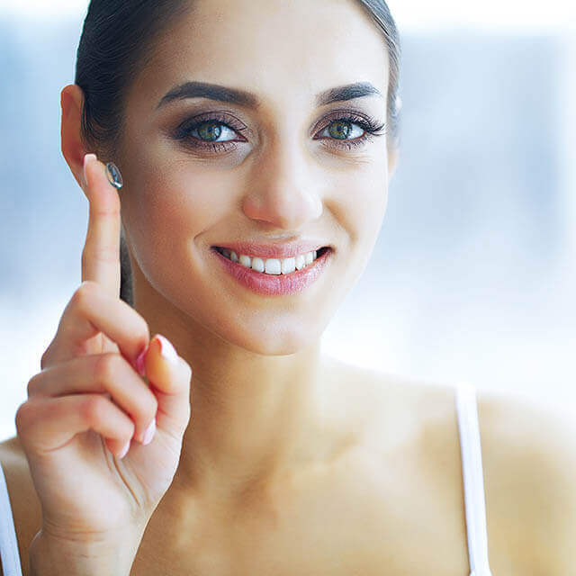 Girl with contact lens | Eye Doctor in Grand Prairie, TX