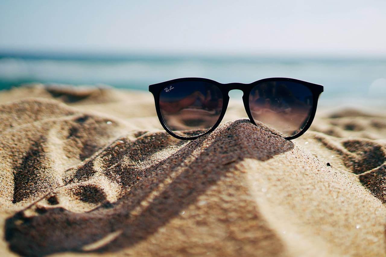 Sunglasses Beach Sand Pile 1280x853 1