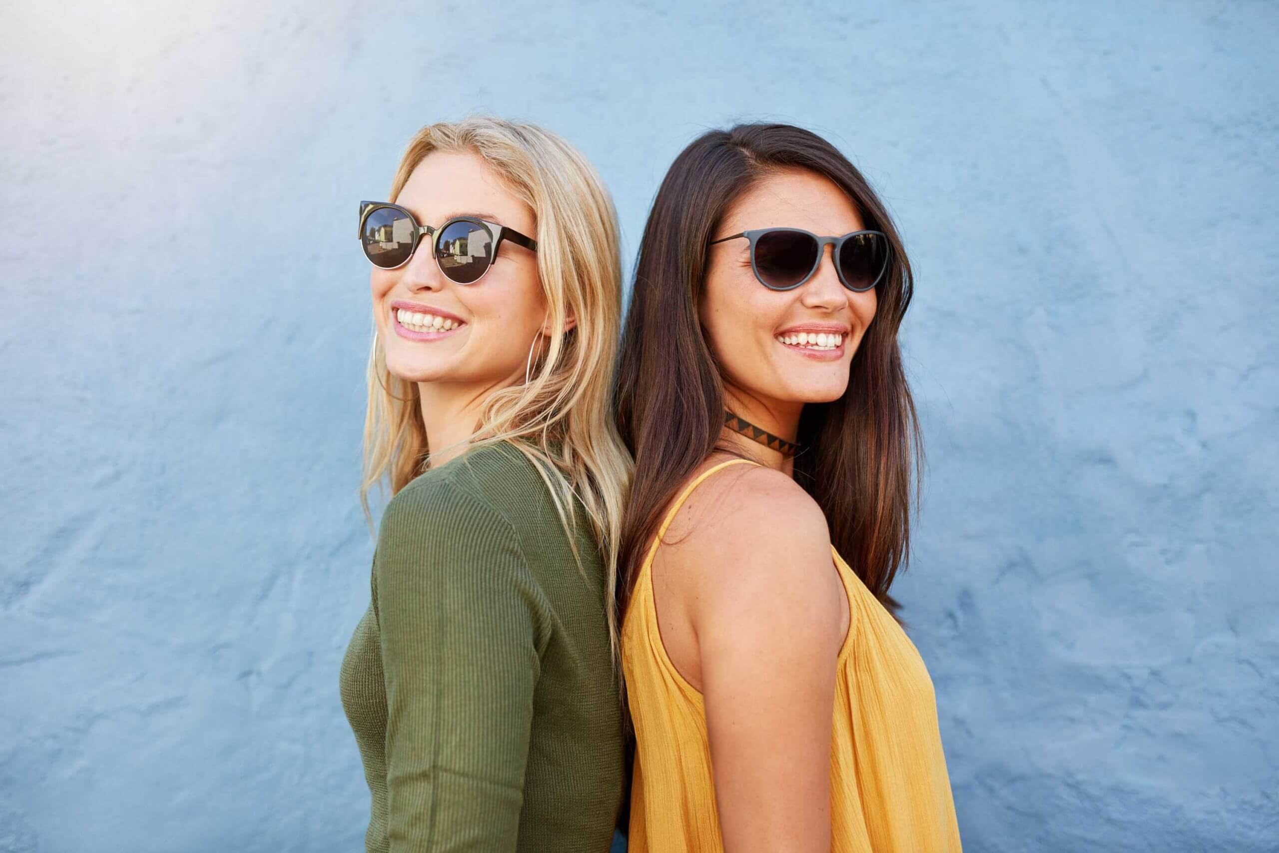 stylish-female-friends-wearing-sunglasses-PNAXR42_web2-scaled