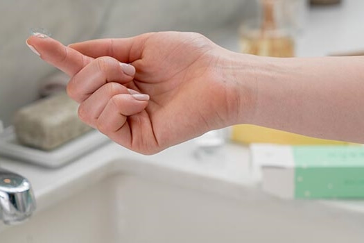 contact on finger