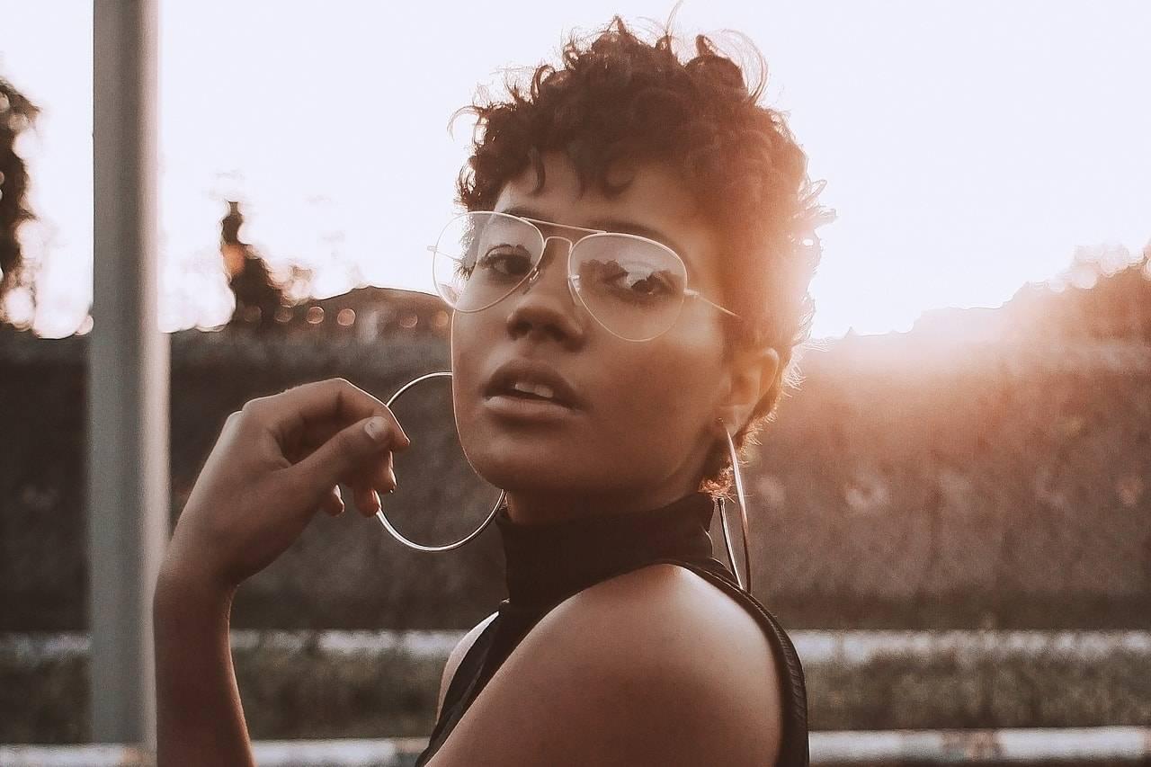 woman ethnic glasses_1280x853