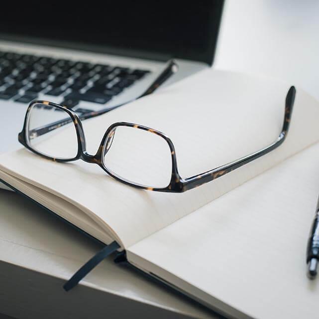 eyeglasses pen 640