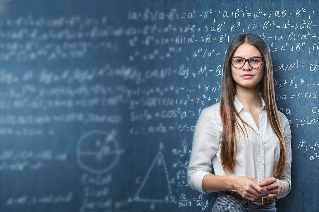 Teacher-eyeglasses-1280x853