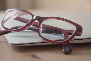 burgandy-reading-glasses