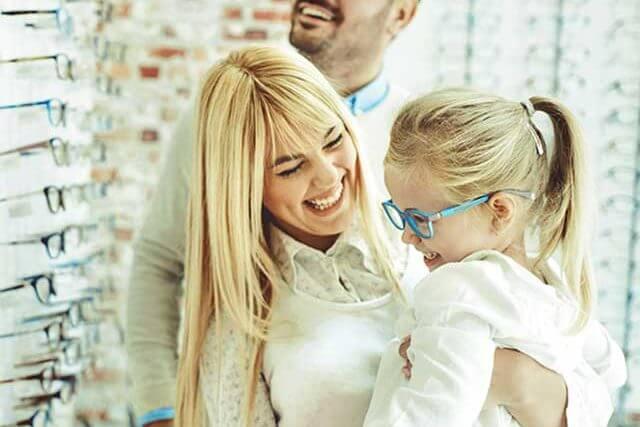 Family In Optics Store_640 640x427