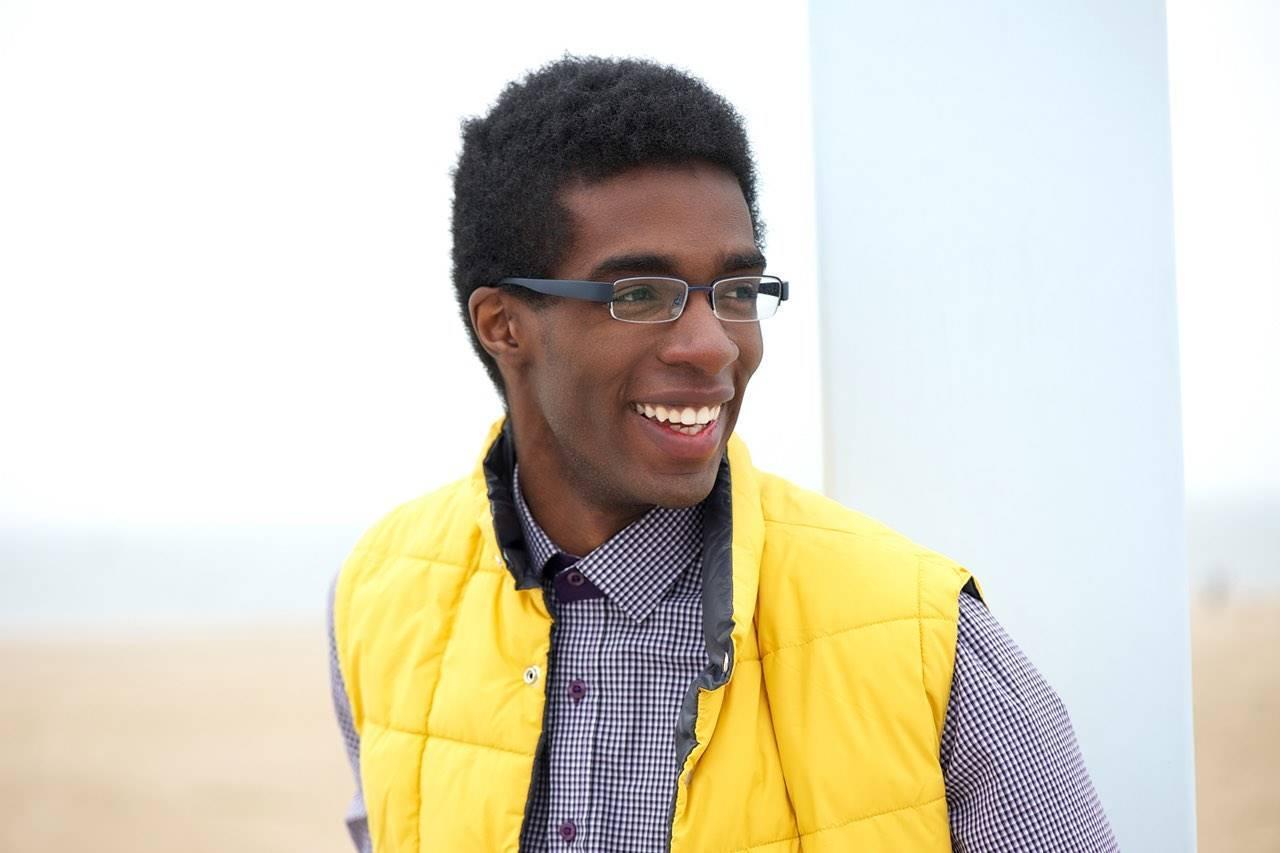 Eyewear Man Yellow Vest 1280×853