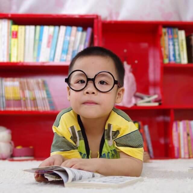 boy_red_bookcase 640x640