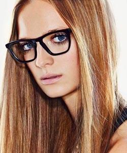 Model wearing Vera Wang sunglasses