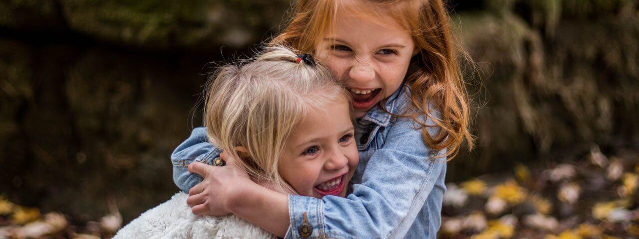 Cute-Happy-Children-Hugging-1280x480-e1534248544957