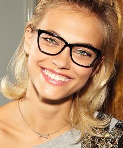 Model wearing HUMPHREY'S glasses