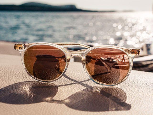 sunglasses sea_640 640x480