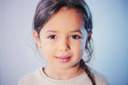 child girl brown eyes 01