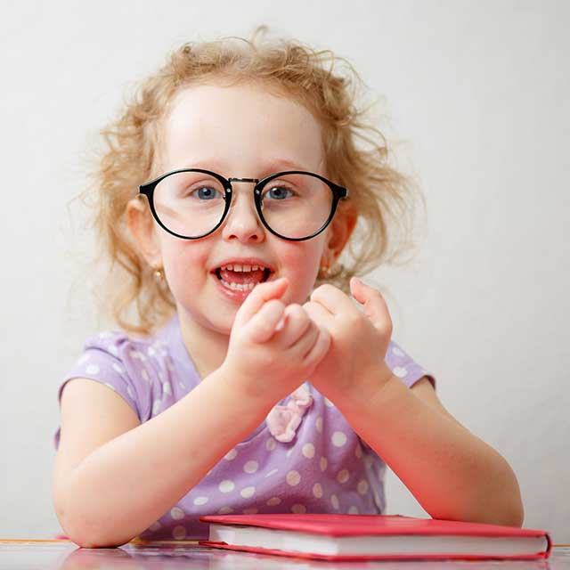 Funny Girl With Glasses_640