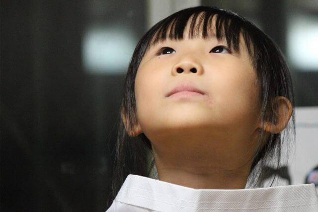 asian girl looks up 640x427