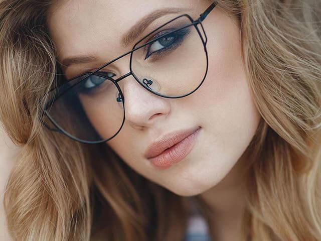 beautiful-woman-funky-glasses2_640-640x480