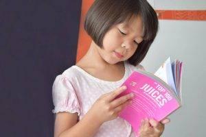 xAsian Girl Reading Book 1280×853
