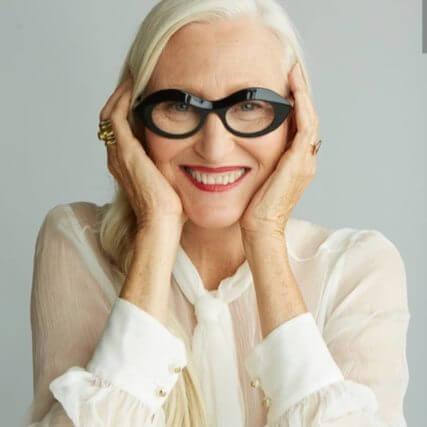 the eyeglasses woman black 640px