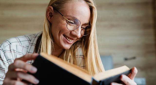 blonde-reading-book-2021-640x350-1.jpeg