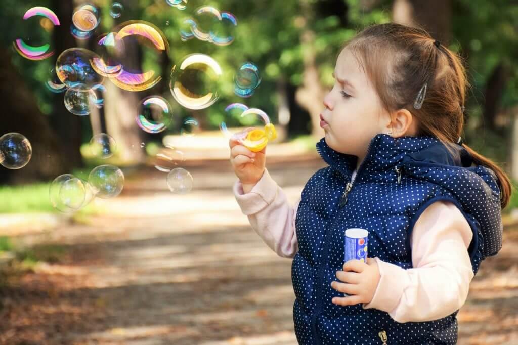 Child Blowing Bubbles 1280×853 1024×682