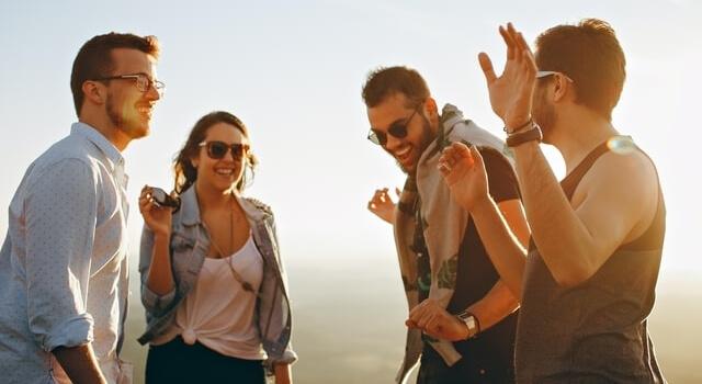 happy-people-wearing-sunglasses-640