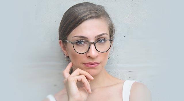 woman wearing glasses stylish 2 640x350
