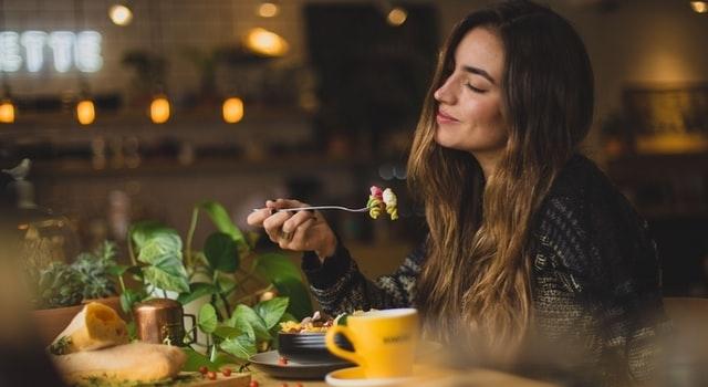 woman-enjoying-a-healthy-meal-640x350-1