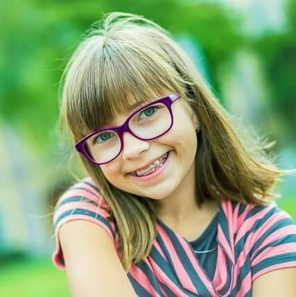 myopia young girl img min